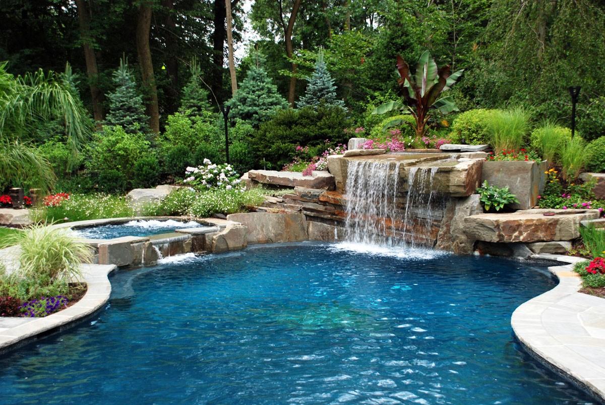 Hồ cảnh thác nước sân vườn